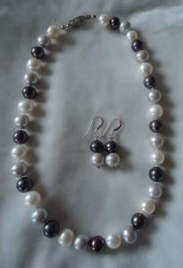 Grå och vita pärlor